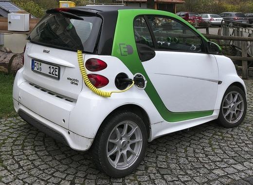Medium electric car 2934945 1920