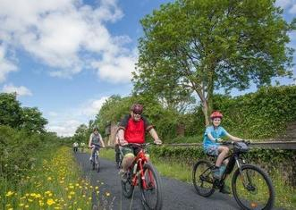 Thumb limerick greenway family cycle