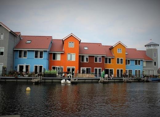Medium houses 2523970 1920