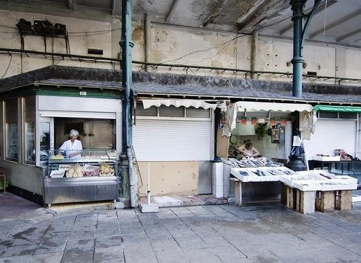 Medium porto market stalls