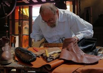 Thumb shoemaker 852994 1920