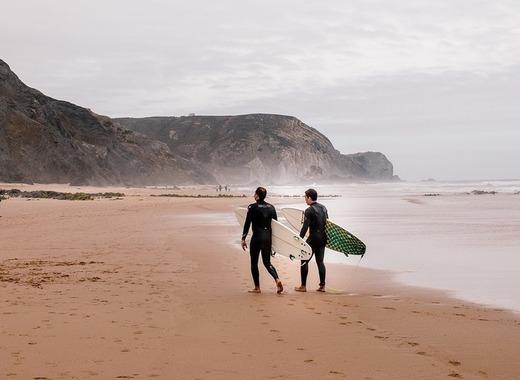 Medium surfers algarve