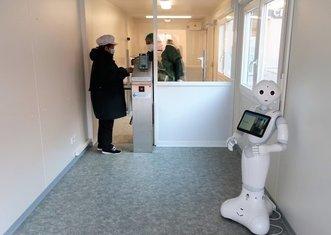 Thumb ho%c5%99ovice hospital humanoid robot
