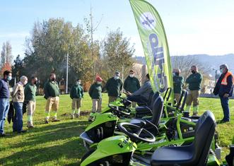 Thumb braga lawn tractors