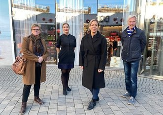 Thumb norrkoping officials and store owners