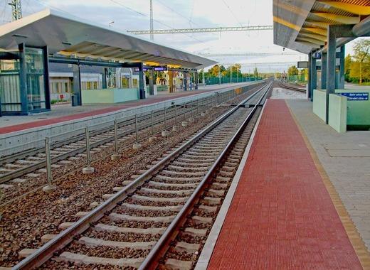 Medium tracks 2466247 1280
