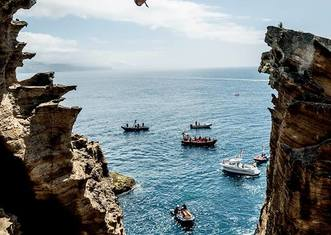 Thumb red bull cliff diving..