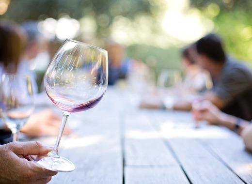 Medium wineglass 553467 1280