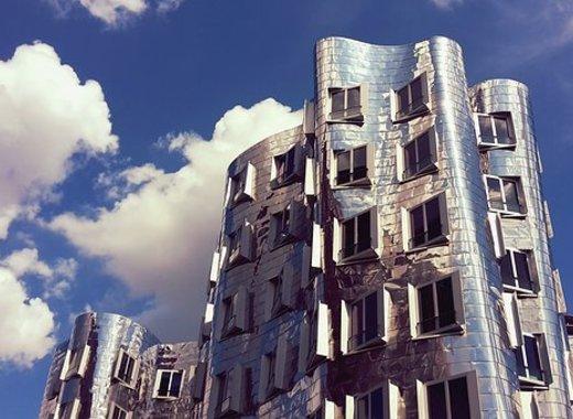 Medium architecture 2371294  340