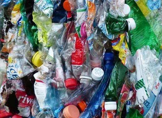 Medium plastic bottles 115087 960 720