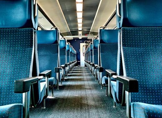 Medium train 932835 1280