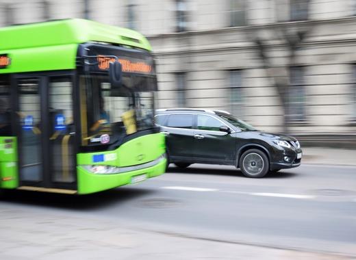 Medium bus 2755560 1280