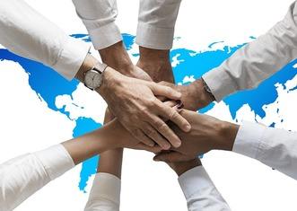 Thumb hands 3331216 960 720