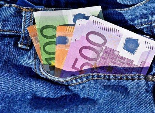 Medium money 3115984  340
