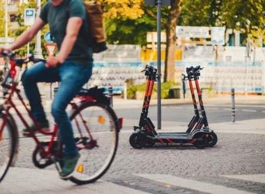 Medium e scooters