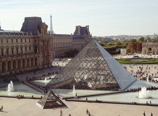 Medium pyramid 495398  340