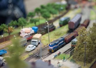 Thumb model train