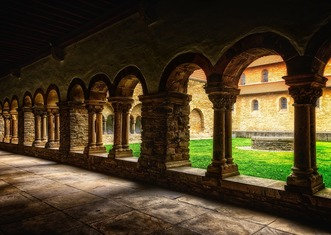 Thumb monastery