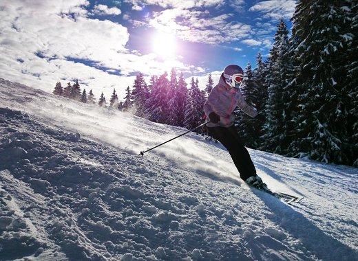 Medium skiing