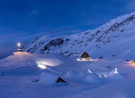 Medium hotel of ice romania