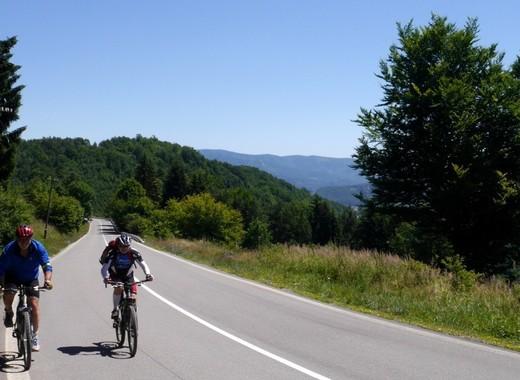 Medium slovakia mountains path cyklo str ov mountains 689848.jpg d