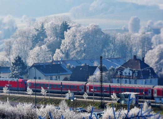 Medium train 2947086 1280