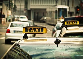Thumb taxi 1515420 1280