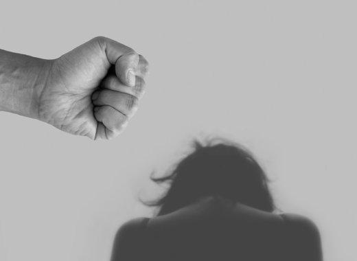 Medium violence against women 4209778 1280