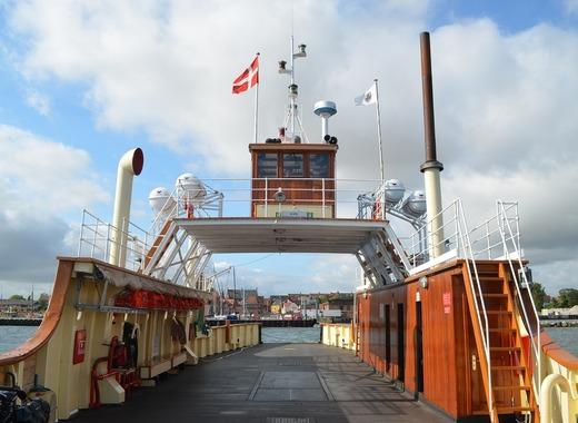 Medium ferry 1251133 1280