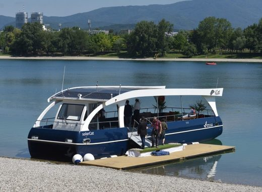 Medium zagreb boat