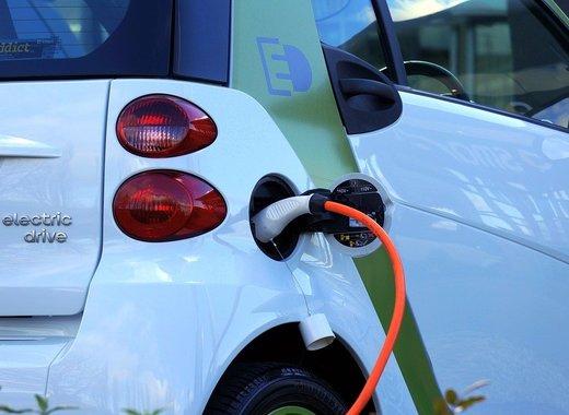 Medium electric car 1458836 1280