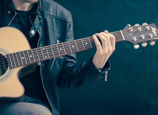 Medium guitar 756326 1280