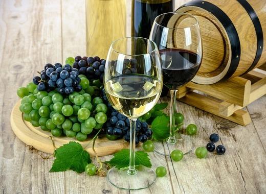 Medium two types of wine 1761613 960 720