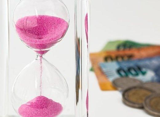 Medium hourglass 1703349  340