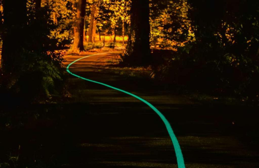 La peinture phosphorescente inventée contient des pigments qui éclairent la route jusqu'à 100 mètres, Source : Olikrom